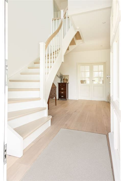 Landhaus-Stadtvilla | House stairs, House styles, House