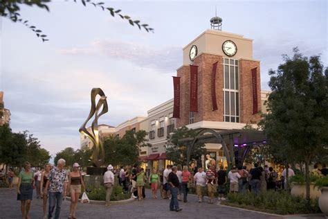 The District at Green Valley Ranch: Las Vegas Shopping